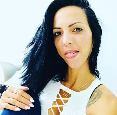 Paola profesora de micropigmentación